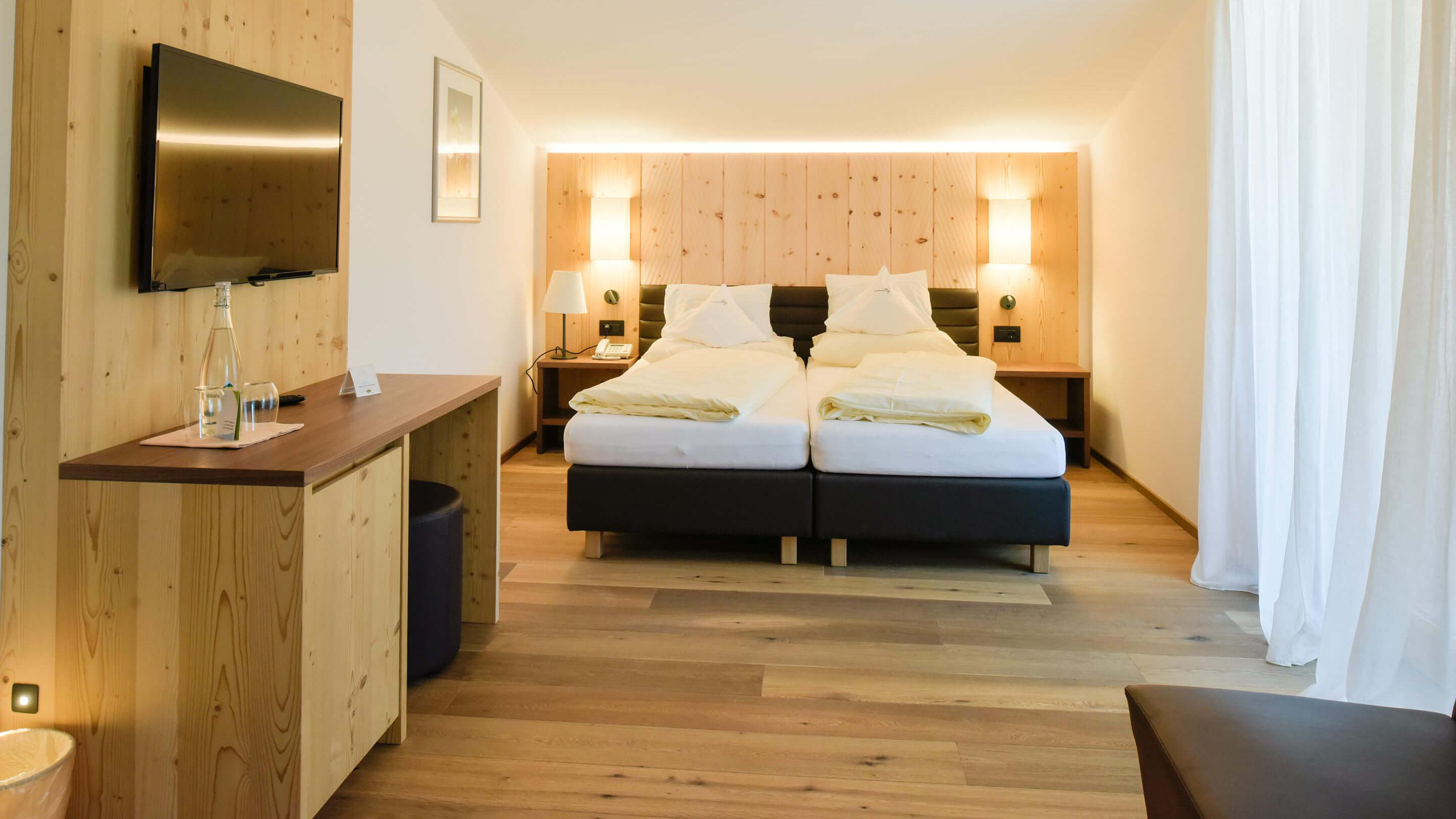 """Natural Suites alpine style and rooms at Vitalpina Wanderhotel Europa"""